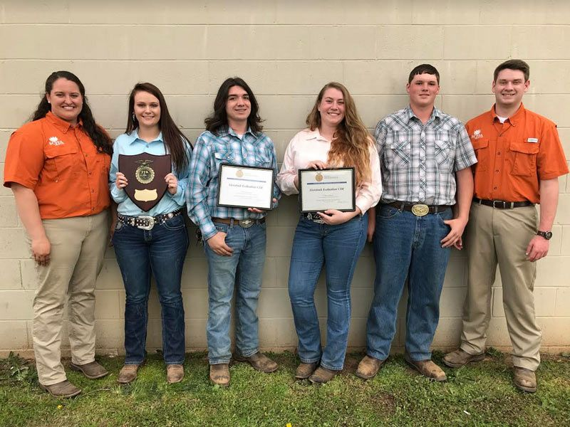 Members Of The Woodmont Ffa Chapter