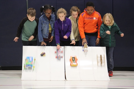 5th graders race their cars